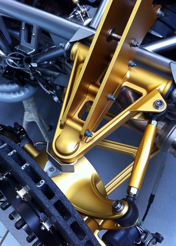 pagani-huayra-rear-suspension-detail.jpg-731x1024